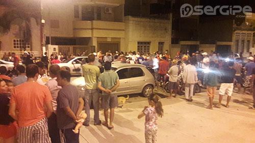 (Movimentação na Praça Boa Hora na hora do anuncio da mudança)